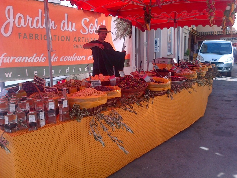 Fayence market olive sellor